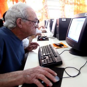 UADY ofrecerá cursos y talleres para adultos mayores