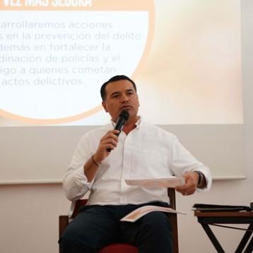 Renán presenta su proyecto para Mérida ante  Ingenieros Civiles