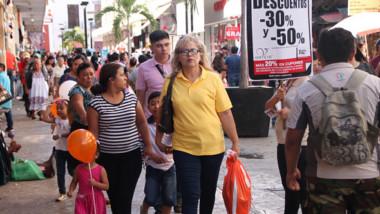 """Plazas comerciales llenas por el """"Buen Fin"""""""