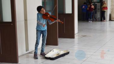 Ni las adversidades lo detienen, Jetro quiere seguir aprendiendo música