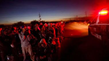 Migrantes se entregan a patrulla fronteriza