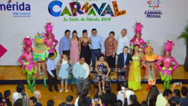 """""""La Abejita Cruz"""" y """"Cocotazo"""" Reyes del Carnaval de Mérida 2019"""