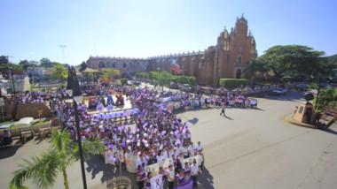 Marchan contra la violencia hacia las mujeres en Tekax