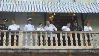 Instalan toldo Fifí en el Balcón del Palacio de Gobierno