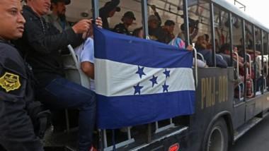 Nueva caravana de migrantes parte de El Salvador rumbo a EU