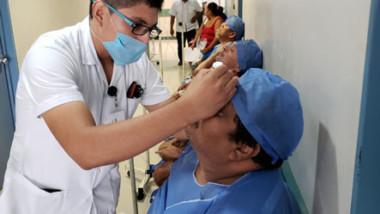 Más de cien personas se benefician con operaciones de cataratas en Tizimín