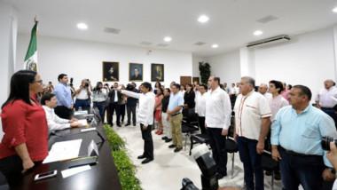 Carlos Pavón rinde compromiso constitucional como Comisionado del INAIP