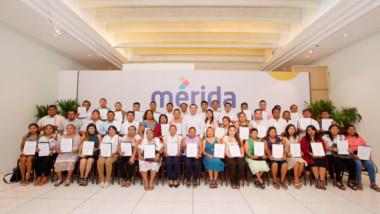 Entregan constancias de mayoría  a comisarios y comisarias de Mérida