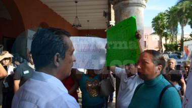 Vecinos del Roble Agrícola protestan en Palacio de Gobierno y el Ayuntamiento