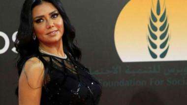Egipto enjuiciará a actriz por usar vestido que 'incita a libertinaje y lujuria'