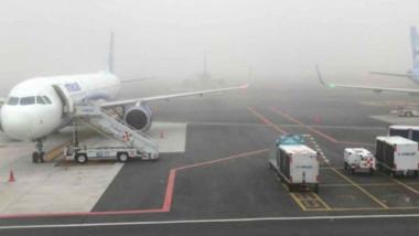 Suspenden actividades en el AICM por banco de niebla
