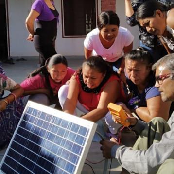 """Solar Mamas mayas"" regresan a electrificar sus comunidades"