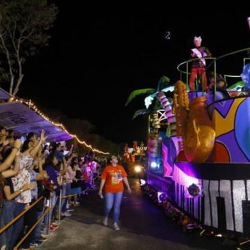 Paty López, Lorena Herrera y Polo Morín en el Carnaval de Mérida