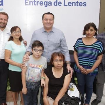 Amplían el apoyo de entrega de lentes a todas las escuelas de Mérida