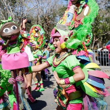 Caluroso, multitudinario y divertido adiós a Momo en Ciudad Carnaval