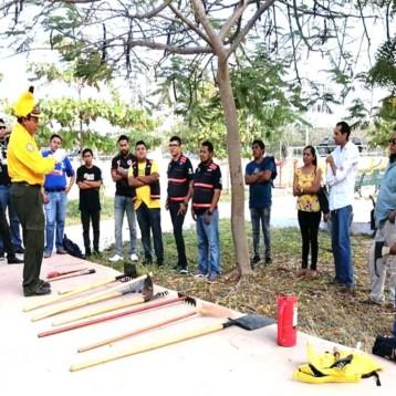 Capacitan a brigadistas en combate a incendios forestales