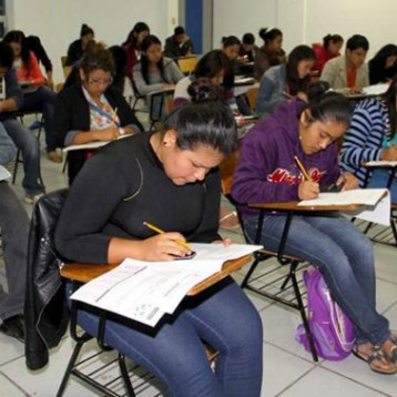 Los mexicanos estudian mucho y aprenden poco: OCDE