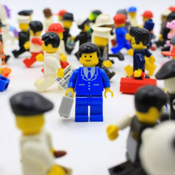Muere el creador del muñeco Lego