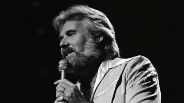 Murió Kenny Rogers, estrella de la música country