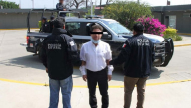 Detienen a exdiputado acusado de ataque con ácido a saxofonista