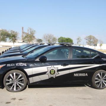 Entregan más patrullas a la Policía de Mérida