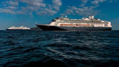 Piden no dar la espalda a más de nueve mil personas atrapadas en barcos