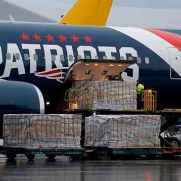 Avión de los New England Patriots transporta 1,2 millones de máscaras N95 desde China