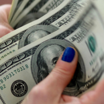 Dólar se ubica arriba de los 23 pesos, por aumento en casos de Covid-19
