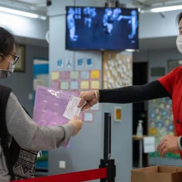 Nuevo brote de COVID-19 pone 'en alerta' a médicos en China; coronavirus podría estar cambiando