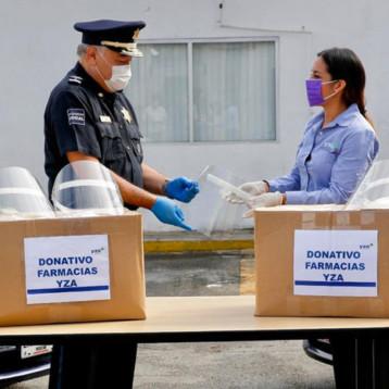 Farmacias YZA dona 400 caretas a la Policía Municipal