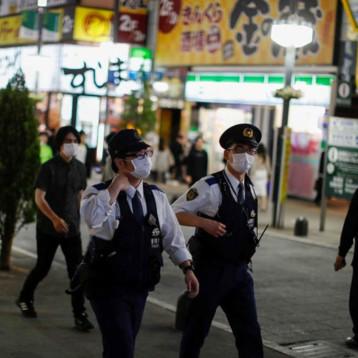 Japón levanta estado de emergencia, pero pide cautela