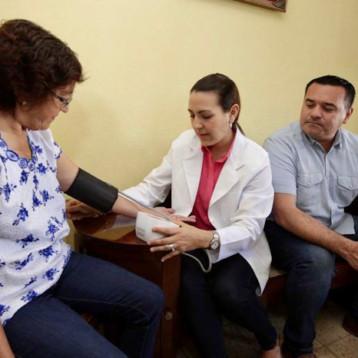 Monitorea Ayuntamiento a diabéticos
