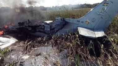 Cae avión en Bolivia con repatriados españoles; hay seis muertos
