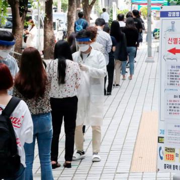 Corea del Sur volvió a imponer restricciones sociales para frenar un nuevo brote de coronavirus