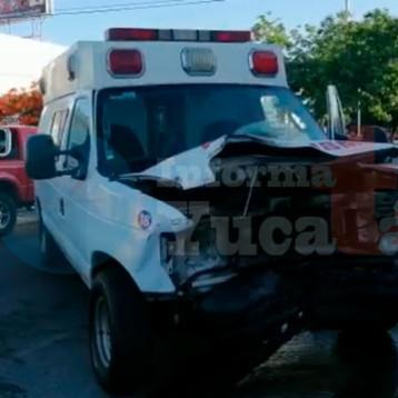 Semaforazo en la Itzáes deja cuantiosos daños materiales
