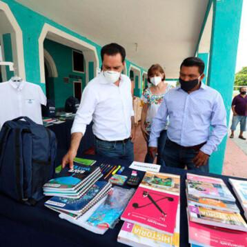 Paquetes Escolares llegan a Suma de Hidalgo y Muxupip