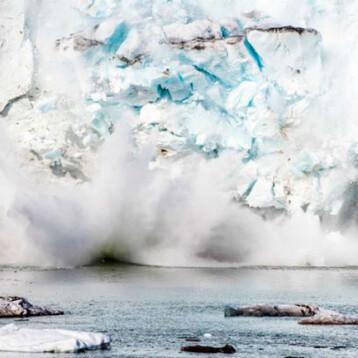 Calor fractura el principal glaciar en Groenlandia