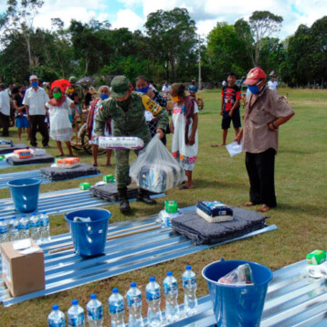 Ejército Mexicano continúa entregando insumos del FONDEN a familias Yucatecas