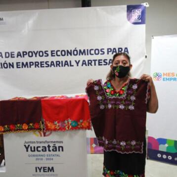 Continúa la entrega de equipos y herramientas a emprendedores y artesanos yucatecos