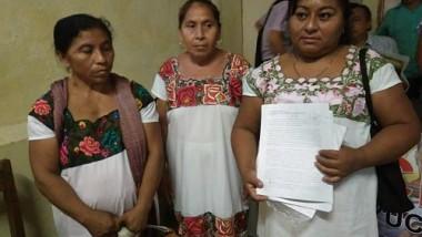 Campesinas mayas denuncian agresiones por instalar venta de artesanías en carretera Valladolid