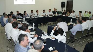 Diputados yucatecos exponen agenda a Consejo de la Canaco