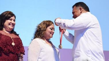 """Magistrada Adda Cámara Vallejos recibe la Medalla al Mérito Jurídico """"Rafael Matos Escobedo"""""""
