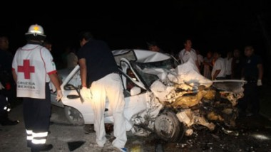 Camioneta del Convoy de funcionario mata a siete en Cancún