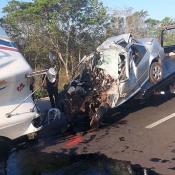 Choca contra un tráiler en la Mérida-Cancún y muere