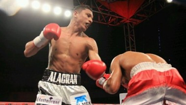 'Alacrán' Berchelt noquea al panameño Rolando Giono