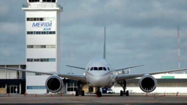 Atienden a pasajera por crisis nerviosa en vuelo a Guadalajara- Mérida