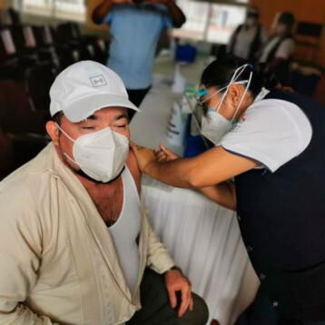 Campeche comienza vacunación piloto a maestros con padrón impreciso