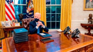 Biden desinstala el botón rojo que puso Trump… para pedir Coca-Cola