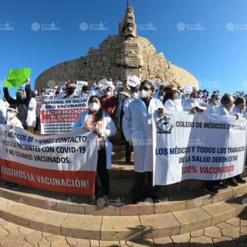 A un año de pandemia en México, médicos yucatecos exigen ser vacunados