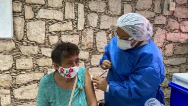 """Vacuna anticovid brinda """"seguridad"""" a los adultos mayores"""
